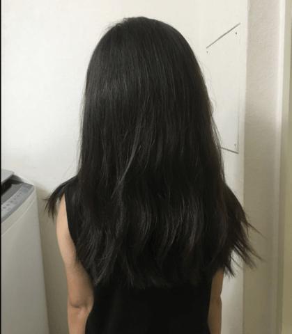娘の後ろ姿からの髪の様子