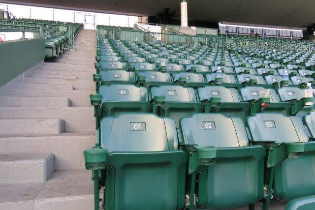野球場のスタンド席
