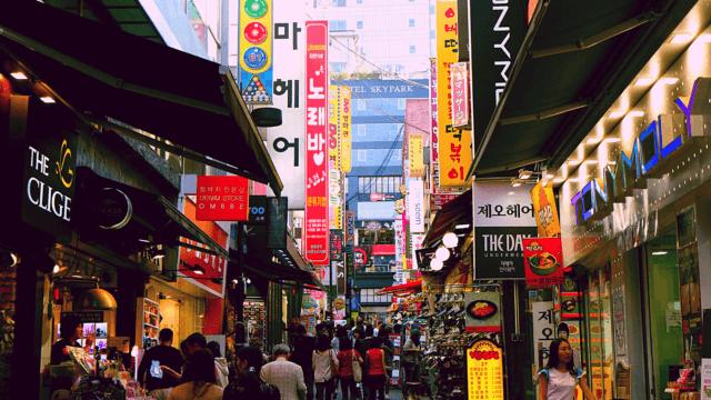韓国の人通りが多い商店街